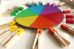 ob_ba00ef_epingles-linge-couleur-montessori-5
